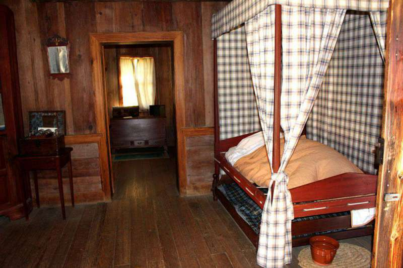 bedroom-Polk-home