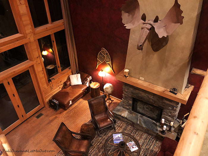 Living-Room-Lazy-Bear-Lodge-PullOverandLetMeOut