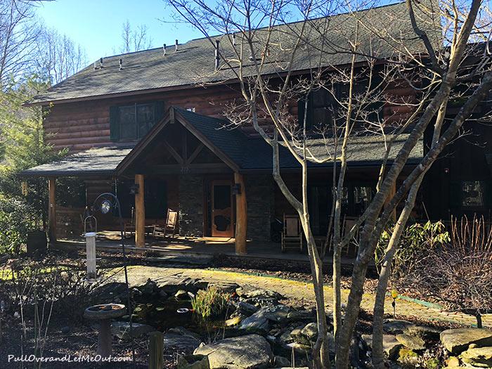 outside-of-Lazy-Bear-Lodge-PullOverandLetMeOut
