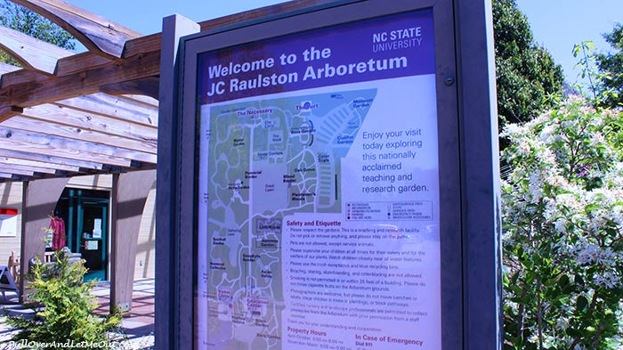 Welcome-sign-JC-Raulston-Arboretum-Raleigh-PullOverAndLetMeOut