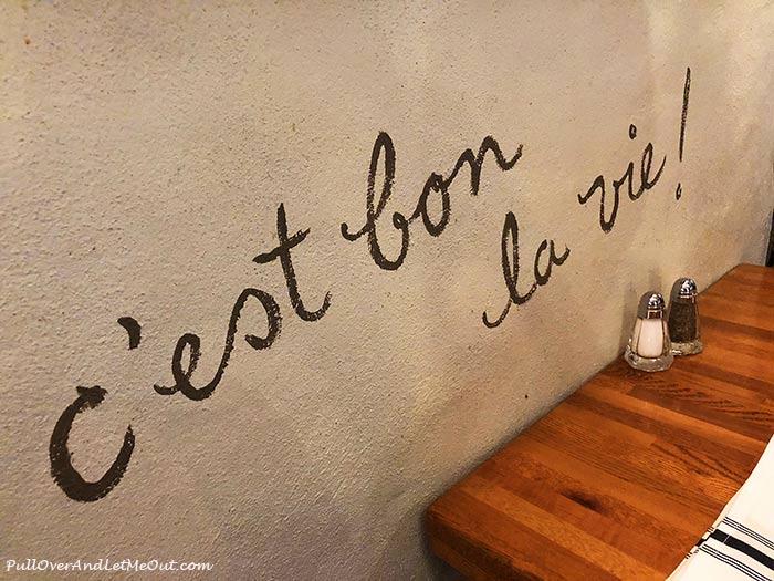 Lapin-saute-c'est-bon-Quebec-PullOverAndLetMeOut