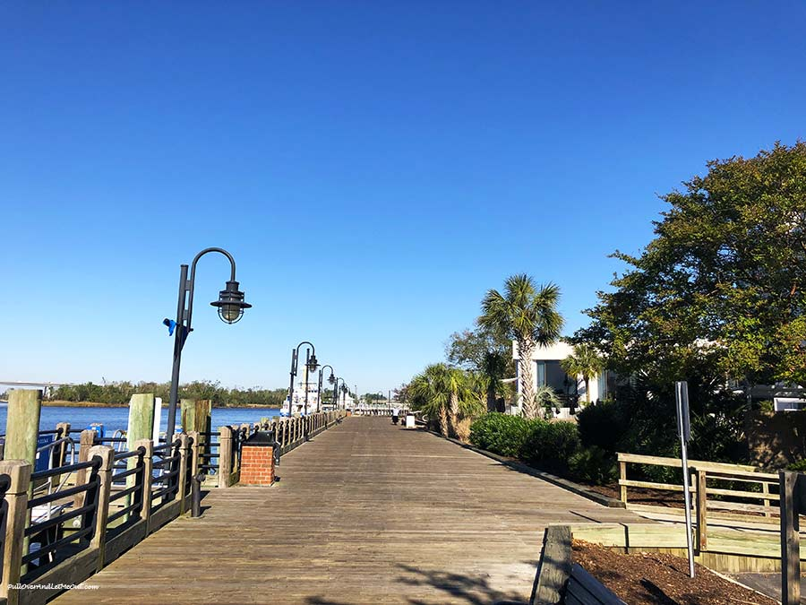 River-Walk-Wilmington-NC-morning-PUllOverandLetMeOut