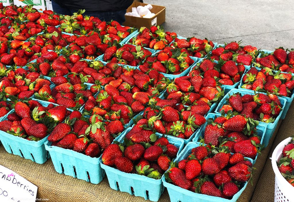 Farmers-Market-strawberries-Midtown-North-Hills-PullOverAndLetMeOut