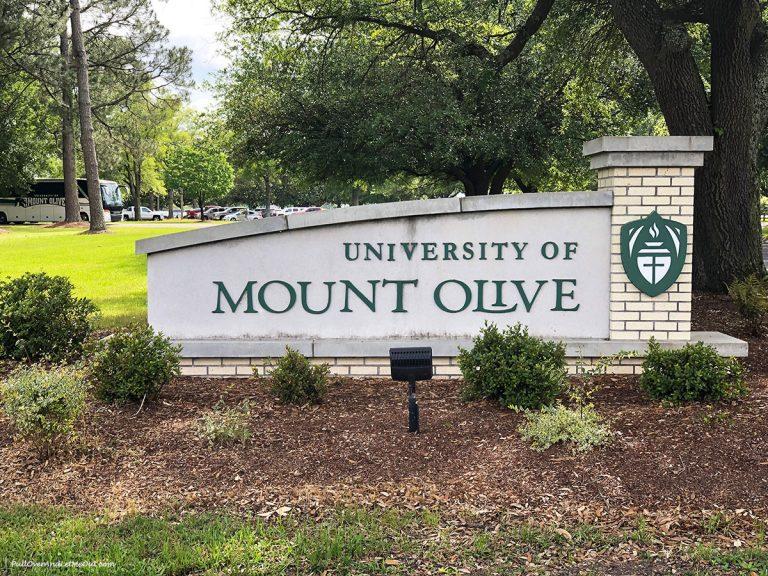 University of Mount Olive entrance Mt. Olive, NC PullOverAndLetMeOut.com