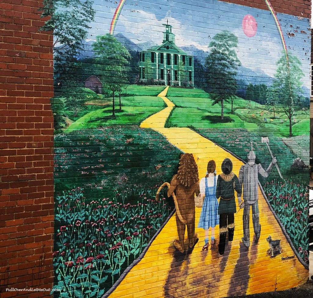 Wizarad Of Oz Street Art mural in Burnsville, NC PullOverAndLetMeOut