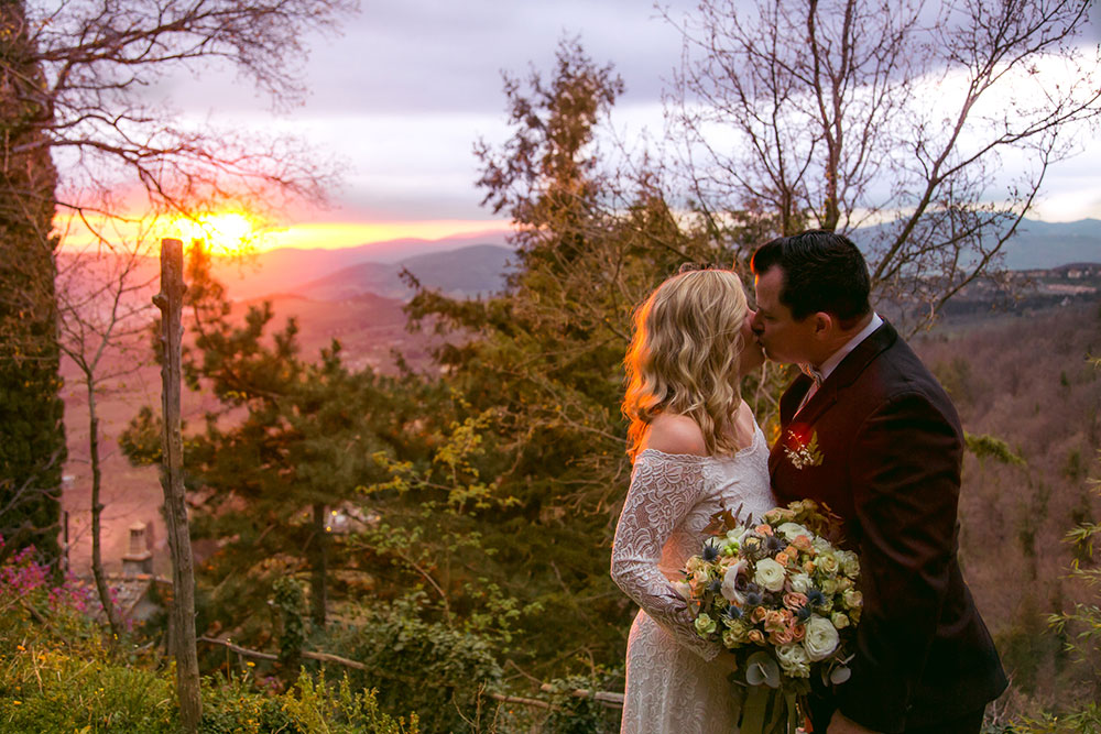 Sunset kiss bride & groom in Tuscany, Italy