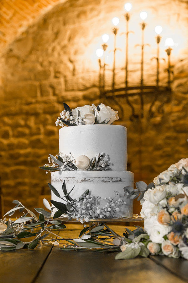 A two-tier wedding cake with roses as decoration. Dream wedding in Tuscany PullOverAndLetMeOut