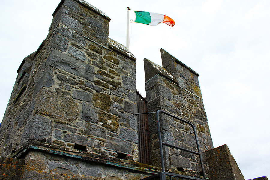 Batiment and flag on Bunratty Castle in Ireland