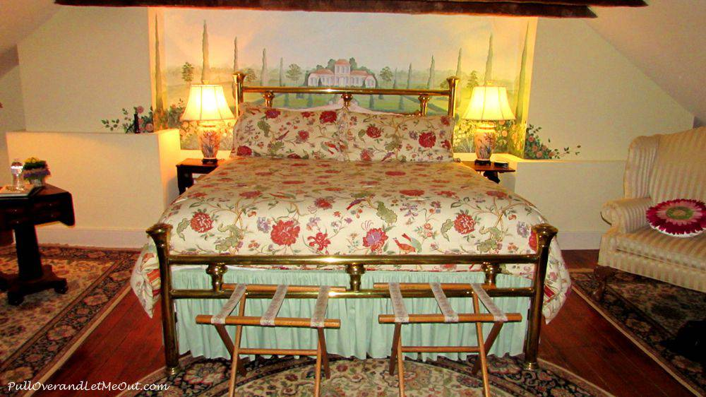 A flowered bedspread on a spacious kingsized bed