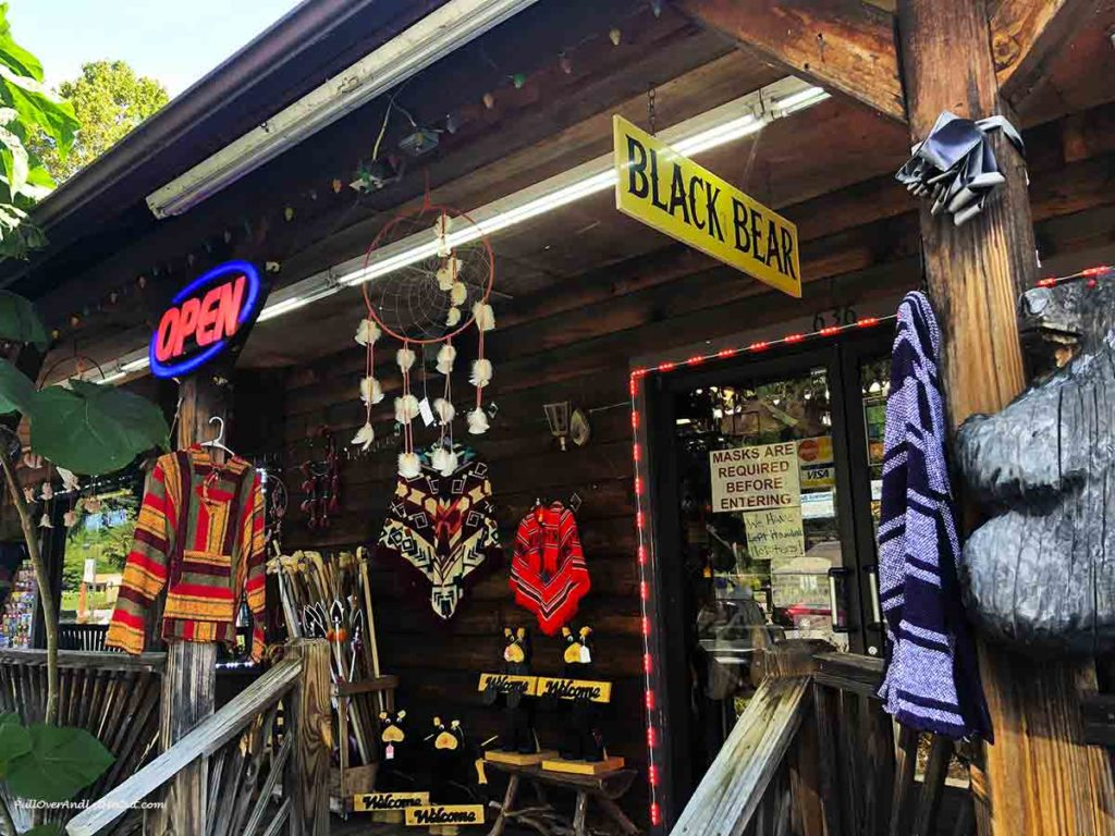 Black Bear shop in Cherokee, NC PullOverAndLetMeOut