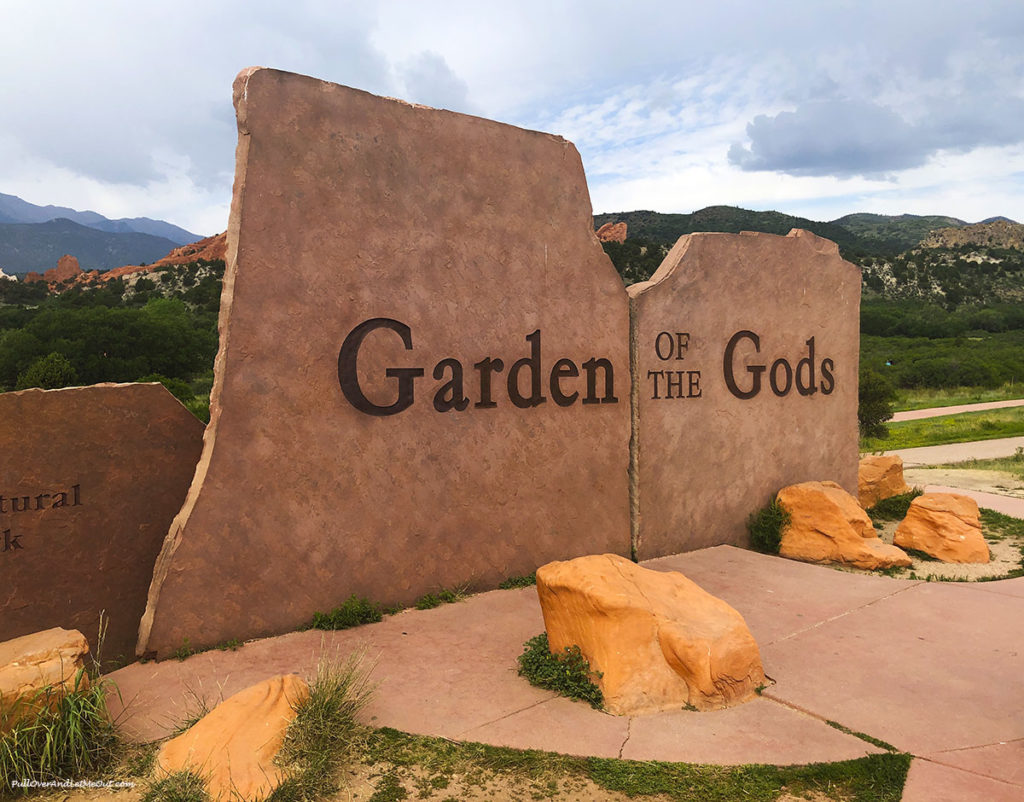 Red rock Garden of Gods sign at entrance