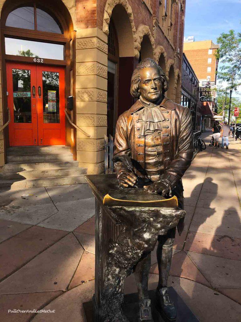 bronze statue of Thomas Jefferson