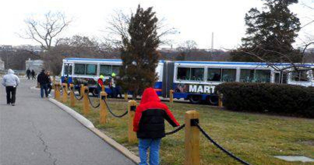 tour-bus-403x303